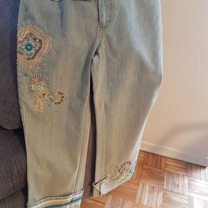 Embellished pants wih sequins and jewels
